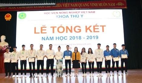 Các sinh viên có thành tích tốt trong Hoạt động Đoàn – Hội