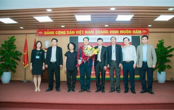 Nghiên cứu sinh Nguyễn Tài Toàn cùng Hội đồng đánh giá luận án cấp Học viện