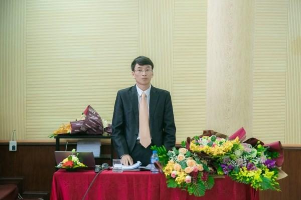 Nghiên cứu sinh Nguyễn Tài Toàn thuyết trình tóm tắt luận án