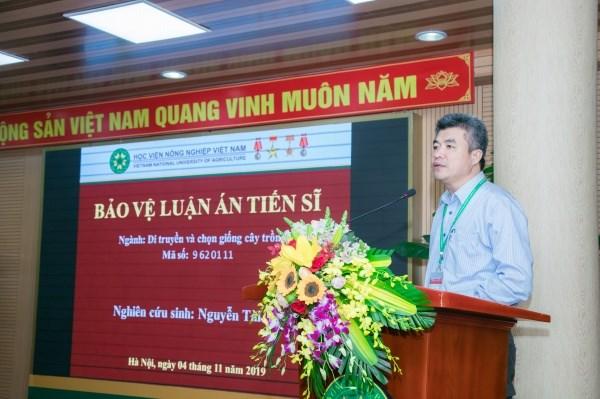 GS.TS. Phạm Văn Cường đến dự và gửi lời chúc mừng đến tân tiến sĩ Nguyễn Tài Toàn
