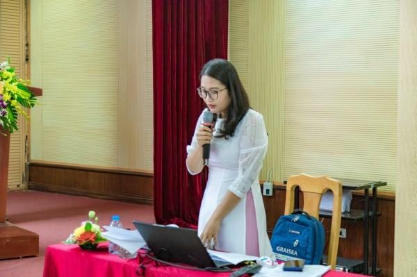 Nghiên cứu sinh Lê Thị Phương Dung thuyết trình tóm tắt luận án