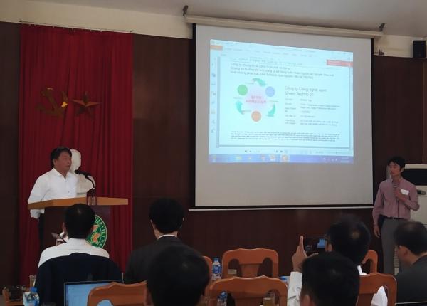 Ông Shimo Koji, Giám đốc công ty Green Techno 21 phát biểu tại hội thảo