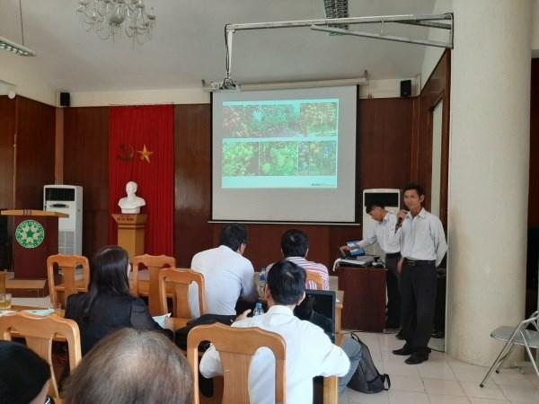 Ông Nguyễn Văn Bịch, chủ trang trại nông nghiệp tại Hồng Lạc, Thanh Hà, Hải Dương phát biểu tại hội thảo