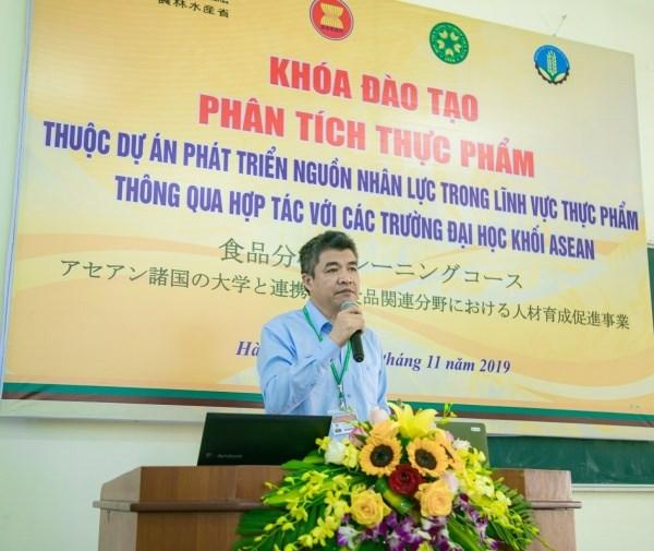 GS.TS. Phạm Văn Cường phát biểu khai giảng lớp học