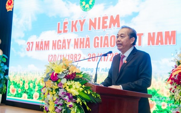 Deputy Prime Minister Truong Hoa Binh speaks at the ceremony