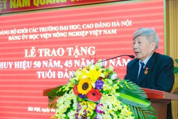 Đồng chí Nguyễn Quang Thạch chia sẻ cảm nghĩ khi được nhận Huy hiệu Đảng