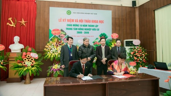 Ký kết hợp tác giữa Trung tâm Nông nghiệp hữu cơ và Công ty Bio A+