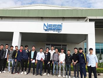 Thầy và sinh viên tại công ty NISSEI