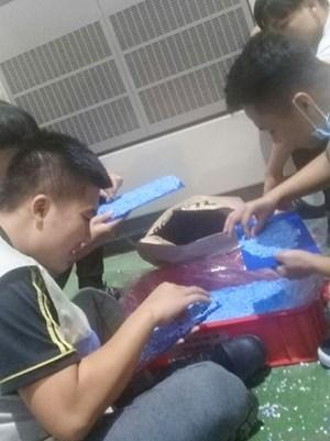 Sinh viên tham gia sản xuất cùng công ty