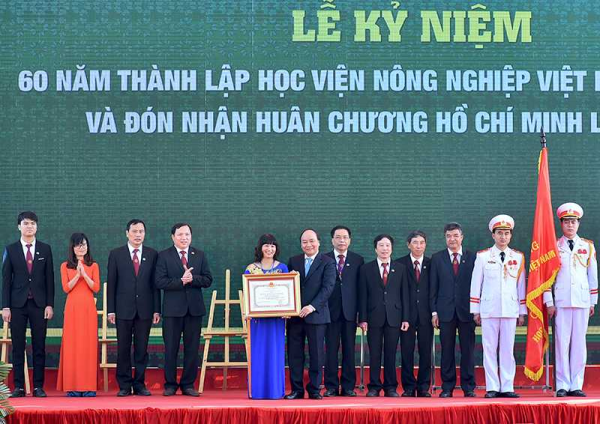 Thủ tướng trao Huân chương Hồ Chí Minh lần thứ hai cho Học viện