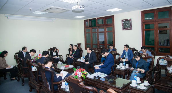 GS.TS. Nguyễn Thị Lan gửi lời chào mừng tới Phó chủ tịch hiệp hội JICA