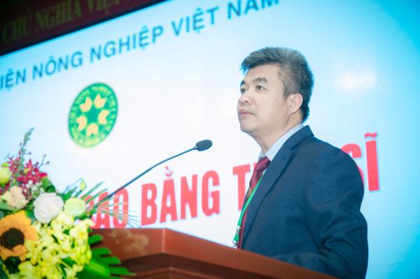 GS.TS. Phạm Văn Cường – Phó Bí thư Đảng ủy, Phó Giám đốc Học viện phát biểu tại buổi lễ