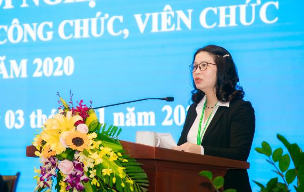 GS.TS. Nguyễn Thị Lan – Bí thư Đảng ủy, Giám đốc Học viện trình bày Báo cáo tổng kết năm 2019 và phương hướng, nhiệm vụ năm 2020