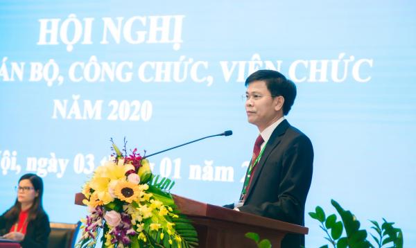 TS. Nguyễn Tất Thắng – Chủ tịch Công đoàn Học viện trình bày Báo cáo tổng hợp ý kiến từ Hội nghị cán bộ công chức, viên chức các đơn vị