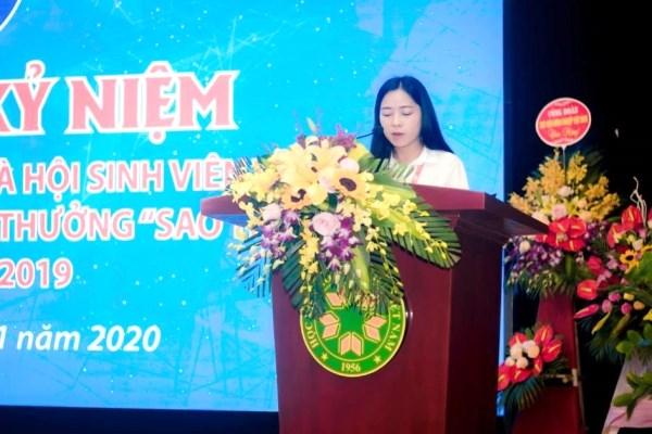 Đ/c Tô Thị Hải Anh – Phó Chủ tịch thường trực Hội Sinh viên đọc diễn văn khai mạc