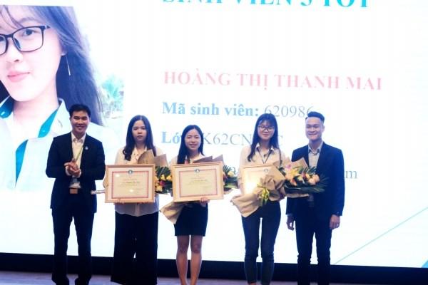 Tuyên dương các sinh viên đạt Danh hiệu