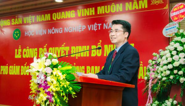 Tân Phó Giám đốc Học viện PGS.TS. Phạm Bảo Dương phát biểu tại buổi lễ