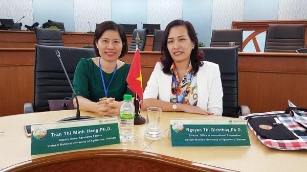PGS.TS Trần Thị Minh Hằng (bên trái) được đào tạo tiến sỹ ở Nhật Bản