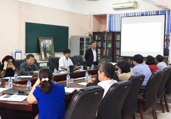 PGS.TS. Trần Văn Ơn - Trường Đại học Dược, Ông Nguyễn Huy văn và Phó tổng giám đốc Công ty Traphaco trao đổi về đào tạo và nghiên cứu cho cây dược liệu