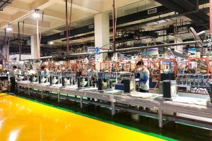 Các dây chuyền sản xuất trong nhà máy