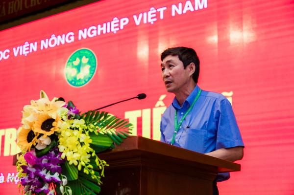 PGS.TS. Phan Xuân Hảo công bố các quyết định của Giám đốc Học viện về việc công nhận học vị và cấp bằng Tiến sĩ