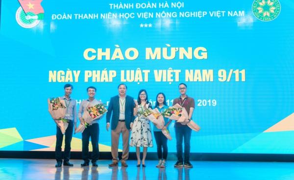 Meeting chào mừng Ngày pháp luật Việt Nam