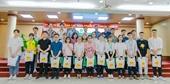 Học viện Nông nghiệp Việt Nam phối hợp với C P tặng quà cho sinh viên khó khăn do Covid-19
