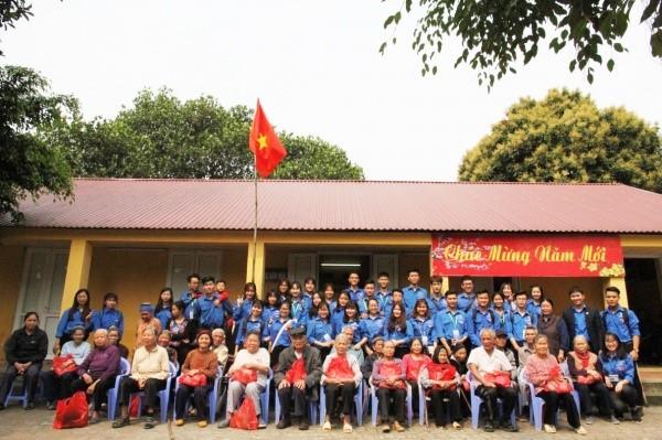 Hoạt động tình nguyện của sinh viên tại trại Phong Quả Cảm, Bắc Ninh