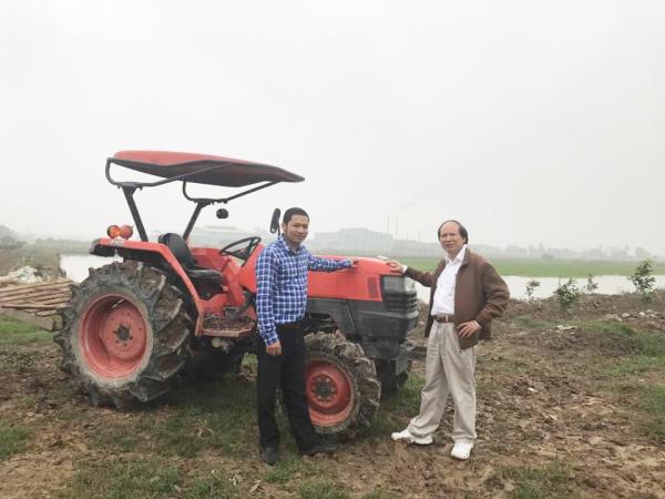 GS.TS. Đỗ Kim Chung (bên phải) - Giảng viên cao cấp khoa Kinh tế &PTNT, người luôn trăn trở với sự phát triển của nông nghiệp Việt Nam
