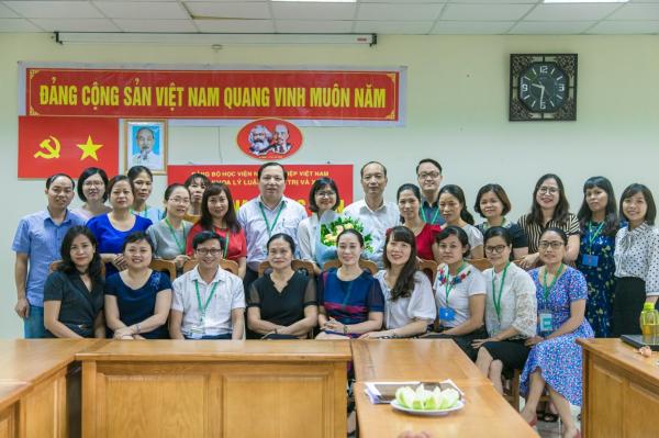 Lễ kết nạp đảng viên cho đồng chí Lê Thị Dung – giảng viên khoa Lý luận chính trị và Xã hội