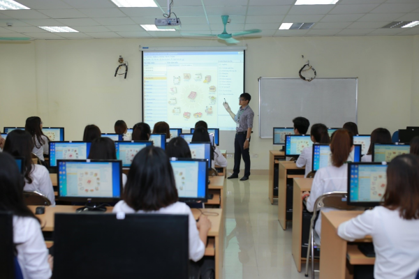 Một tiết học của sinh viên Học viện tại phòng máy