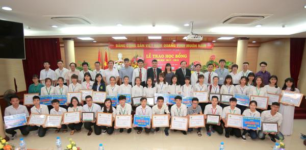Lễ trao học bổng sinh viên năm học 2017-2018