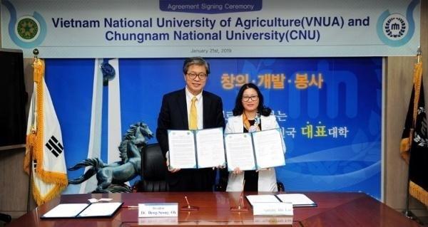 Học viện Nông nghiệp Việt Nam ký kết hợp tác chương trình đồng cấp bằng với Trường Đại học Chungnam Hàn Quốc
