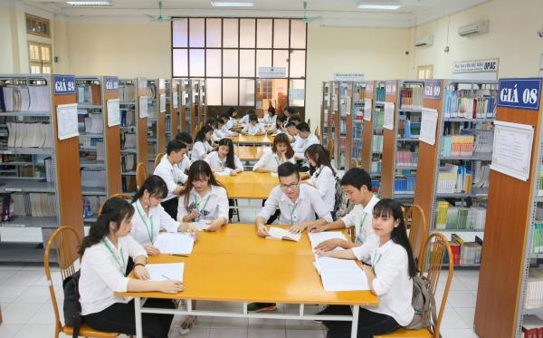 Thư viện với nguồn học liệu phong phú phục vụ công tác dạy và học của giảng viên, sinh viên