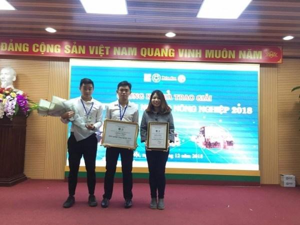 Khánh Hòa (ngoài cùng bên phải) đạt giải Giải khuyến khích Cuộc thi Khởi nghiệp Nông nghiệp 2018
