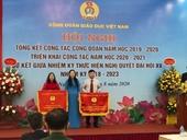 """Công đoàn Học viện Nông nghiệp Việt Nam nhận cờ thi đua Công đoàn cơ sở xuất sắc trong phong trào thi đua """"Nghiên cứu khoa học và chuyển giao công nghệ"""""""
