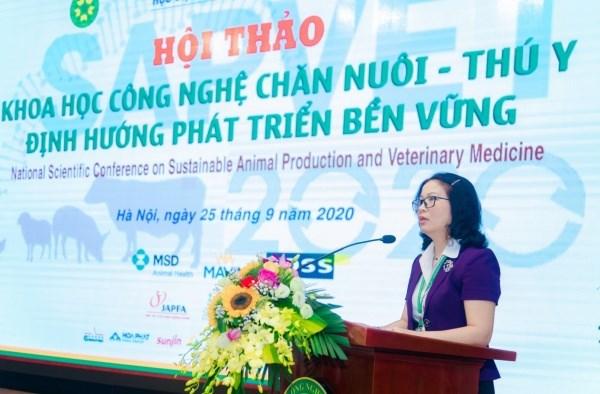 Prof. Dr. Nguyen Thi Lan speaking at the opening ceremony