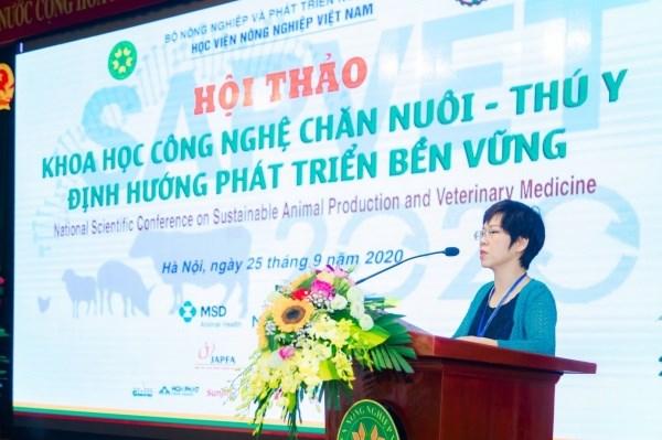 Bà Nguyễn Giang Thu - Phó Vụ trưởng Vụ Khoa học công nghệ và Môi trường phát biểu chỉ đạo Hội thảo
