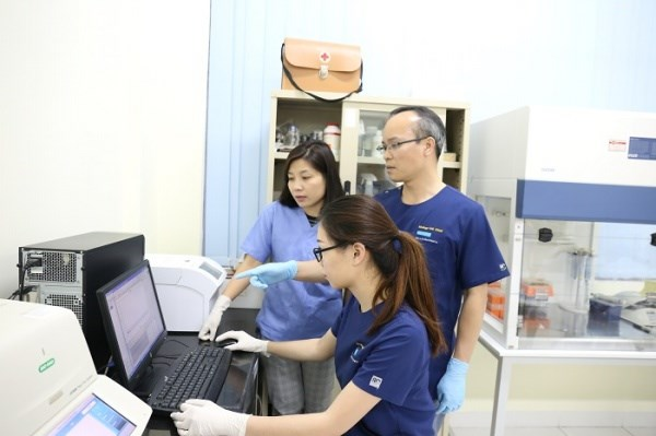 Trong phòng thí nghiệm trọng điểm công nghệ sinh học thú y, Học viện Nông nghiệp Việt Nam, một trong những đơn vị đang đi tiên phong trong việc phát hiện một số bệnh dịch mới nổi. Ảnh: Thu Quỳnh