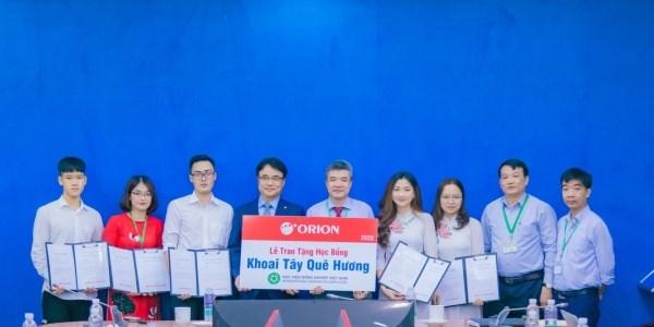 Tập đoàn Orion Hàn Quốc trao tặng các suất học bổng cho sinh viên, tập thể chi đoàn có thành tích học tập, hoạt động xuất sắc
