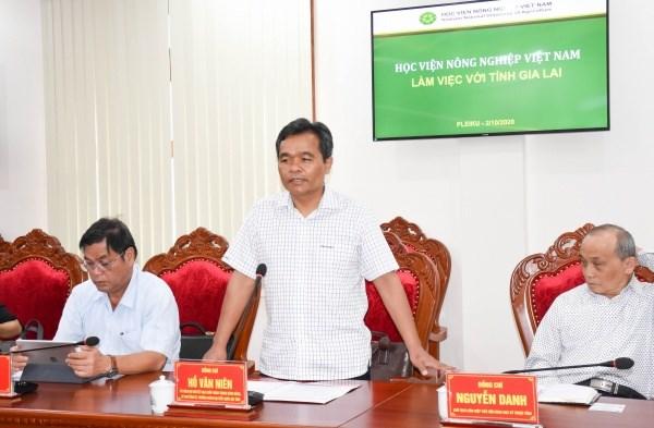 Bí thư Tỉnh ủy Hồ Văn Niên phát biểu tại buổi làm việc. Ảnh: Trần Dung