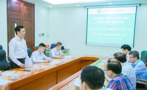 Ông Vũ Anh Tuấn - Phó Tổng Giám đốc cấp cao Công ty Cổ phần Chăn nuôi C.P. Việt Nam phát biểu tại buổi làm việc