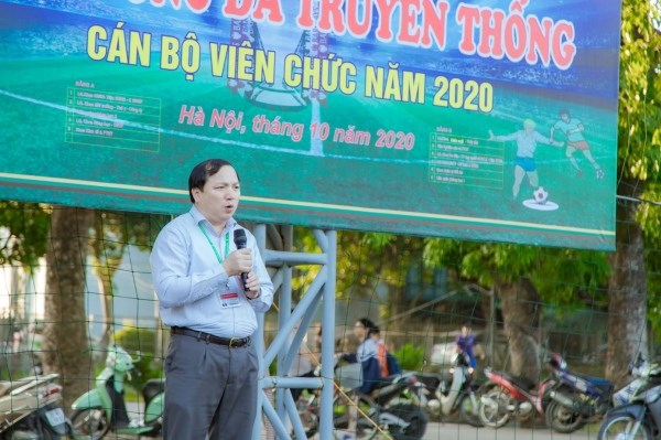 TS. Vũ Ngọc Huyên - Phó Bí thư thường trực Đảng ủy, Phó Giám đốc Học viện phát biểu tại buổi lễ