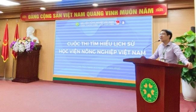 Đồng chí Nguyễn Trọng Tuynh – Phó Bí thư Đoàn Thanh niên, Chủ tịch Hội Sinh viên Học viện phát biểu khai mạc chung kết cuộc thi