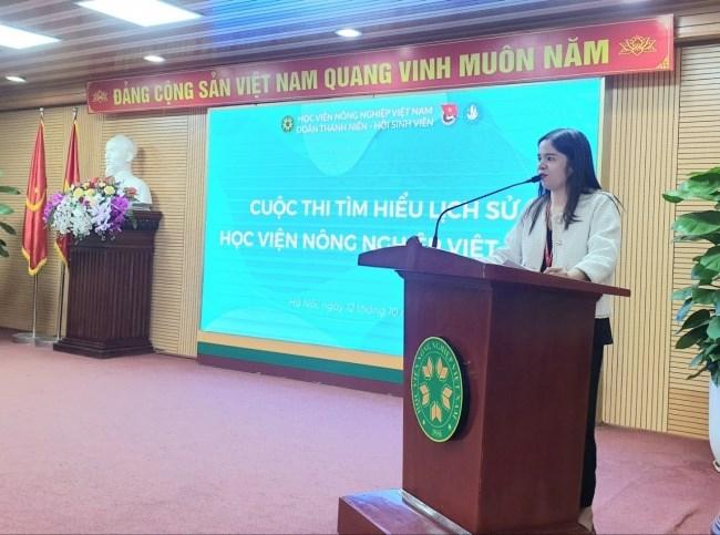 Đồng chí Nguyễn Thu Bình – Phó Chủ tịch Thường trực Hội Sinh viên Học viện phổ biến quy chế, thể lệ thi chung kết