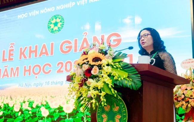 GS.TS. Nguyễn Thị Lan - Bí thư Đảng ủy, Giám đốc Học viện đọc diễn văn khai giảng năm học 2020-2021