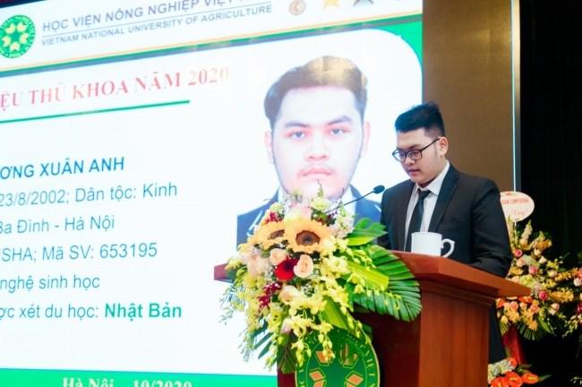 Sinh viên Dương Xuân Anh - thủ khoa khóa 65 bày tỏ niềm vui và tự hào khi trở thành sinh viên Học viện Nông nghiệp Việt Nam