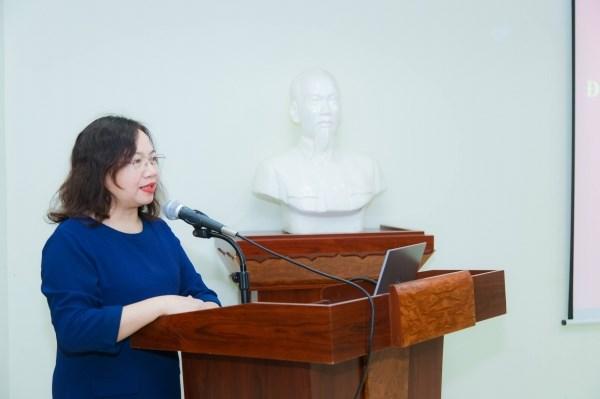PGS.TS. Nguyễn Thị Diễn - Đảng ủy viên, Trưởng Khoa Khoa học xã hội phát biểu tại buổi lễ
