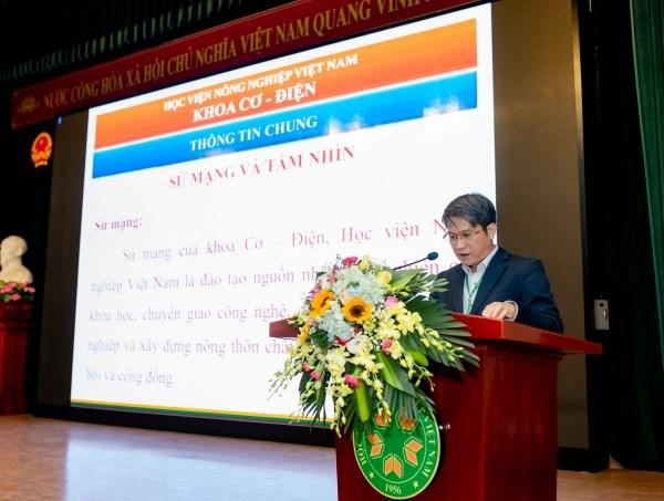 TS. Nguyễn Xuân Trường- Bí thư Chi bộ, Phó trưởng Khoa giới thiệu lịch sử 64 năm xây dựng và phát triển của Khoa