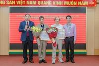Lễ trao tặng Huy hiệu 40 năm và 30 năm tuổi Đảng cho các đảng viên thuộc Đảng bộ Học viện Nông nghiệp Việt Nam